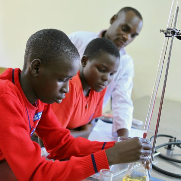 Science lab 1 Two students with teacher