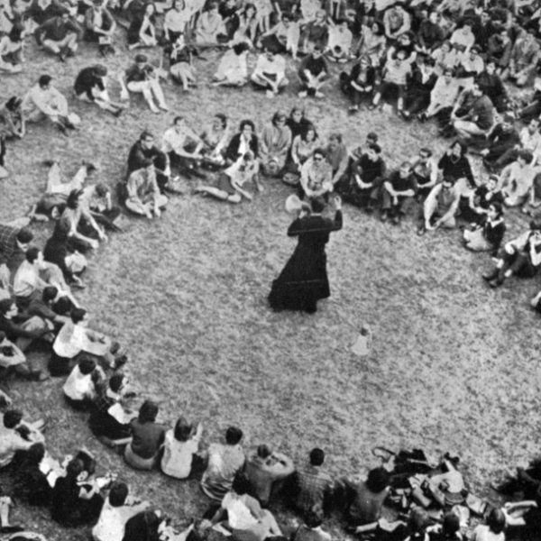 Giussani 1965 in Circle with people